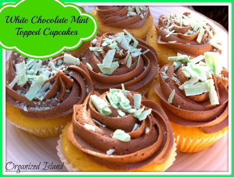 Mint-Chocolate-Topped-Cupcakes.jpg