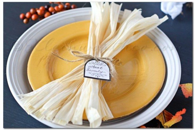 corn husk tablesetting
