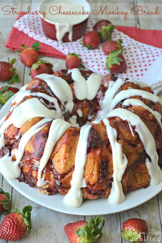 Strawberry-Cheesecake-Monkey-Bread-3c