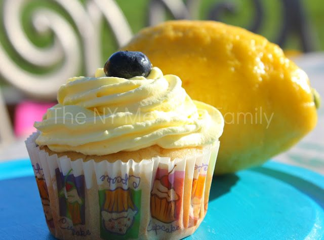 blueberry lemonade cupcakes