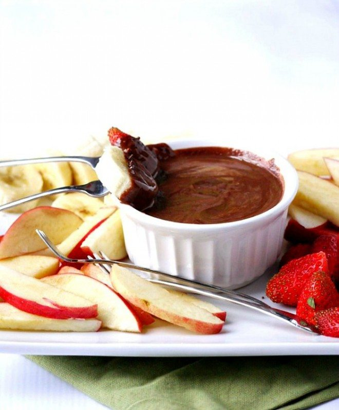 Healthy Snacks 2 ingredient fondue with dark chocolate