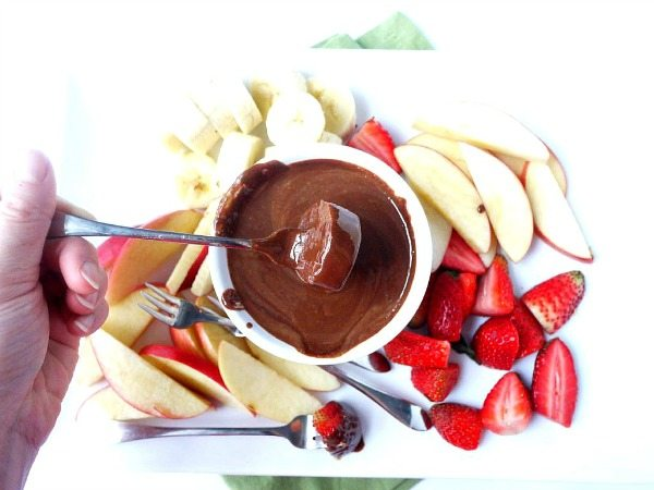 Healthy Snacks fondue with almond butter and dark chocolate