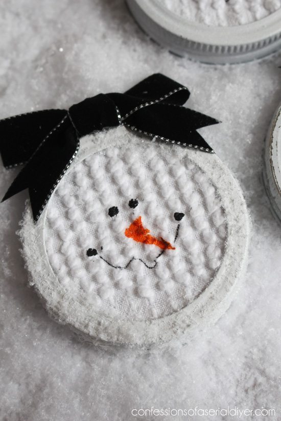 Mason-Jar-Lid-Snowman-Ornament-6