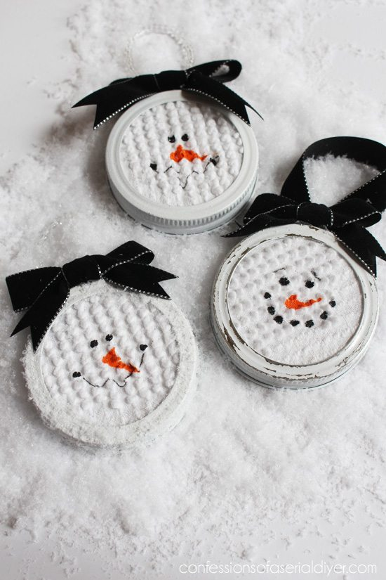 Mason-Jar-Lid-Snowman-Ornament-7