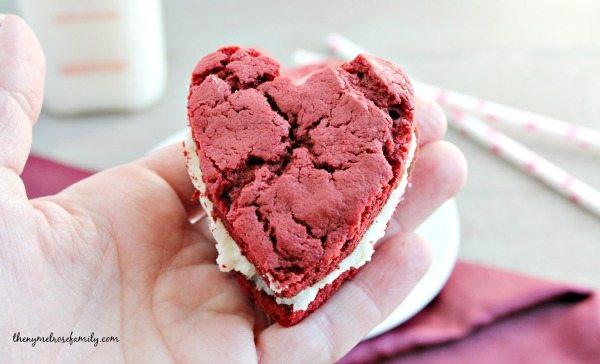 Red Velvet Cake Whoopie Pies