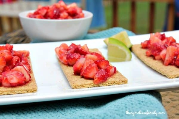 Fruit Salsa with Graham Crackers