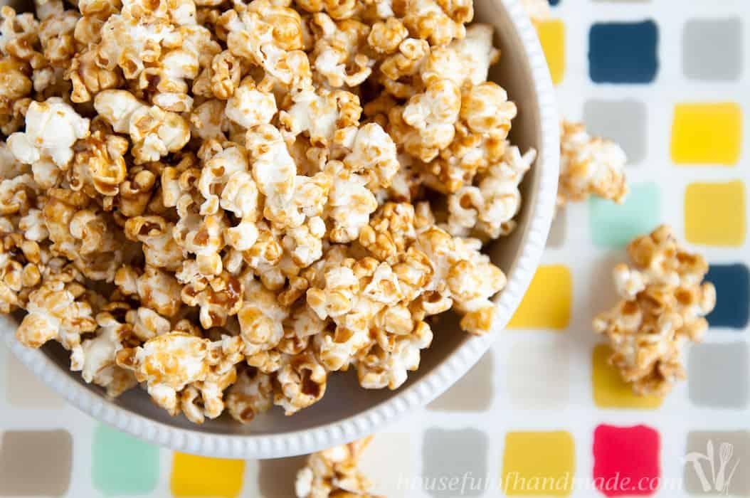 Chewy-Gingerbread-Caramel-Popcorn-2