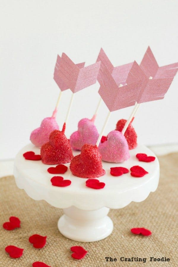 Sparkly-Cupids-Arrow-Cake-Pops_The-Crafting-Foodie-e1454827008611