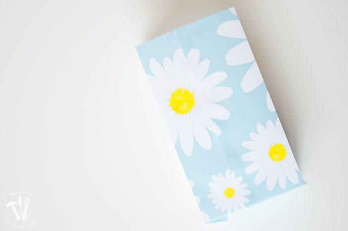 Printable Daisy Gift Bags assembly