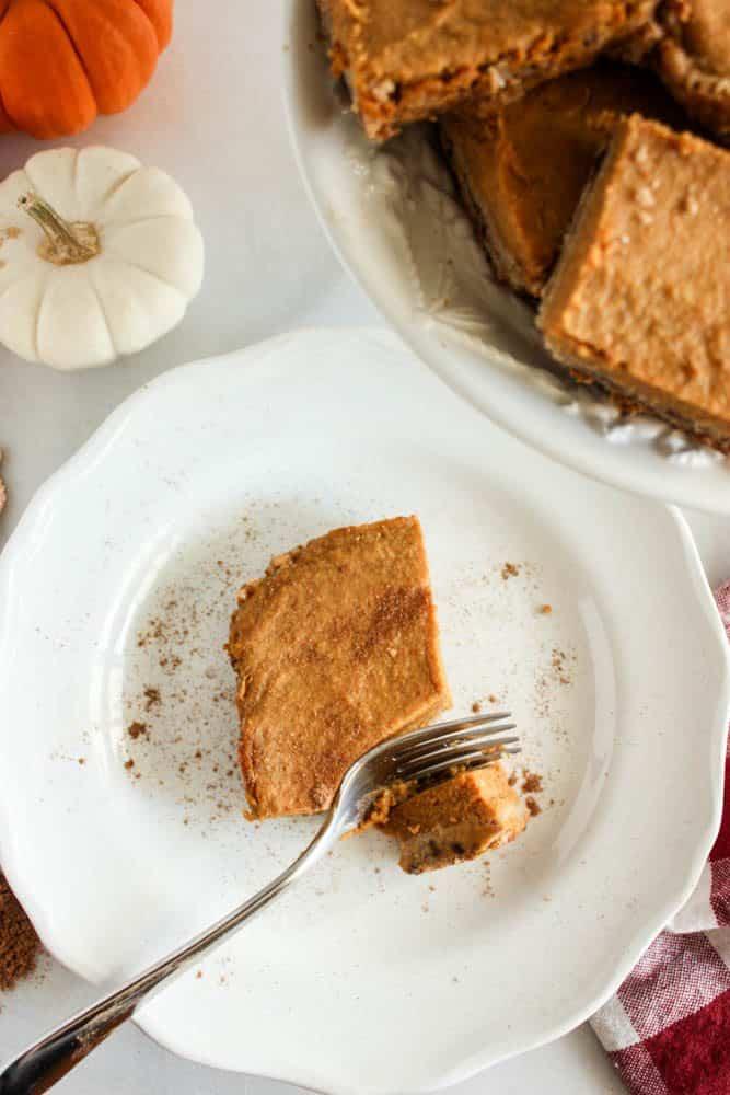 pumpkin-pie-bars-with-crust