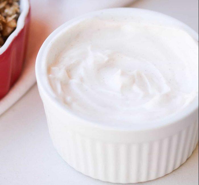 Apple pie parfait with yogurt layer