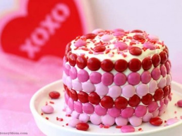 Nobody would ever guess that this Valentine cake holds a fun surprise