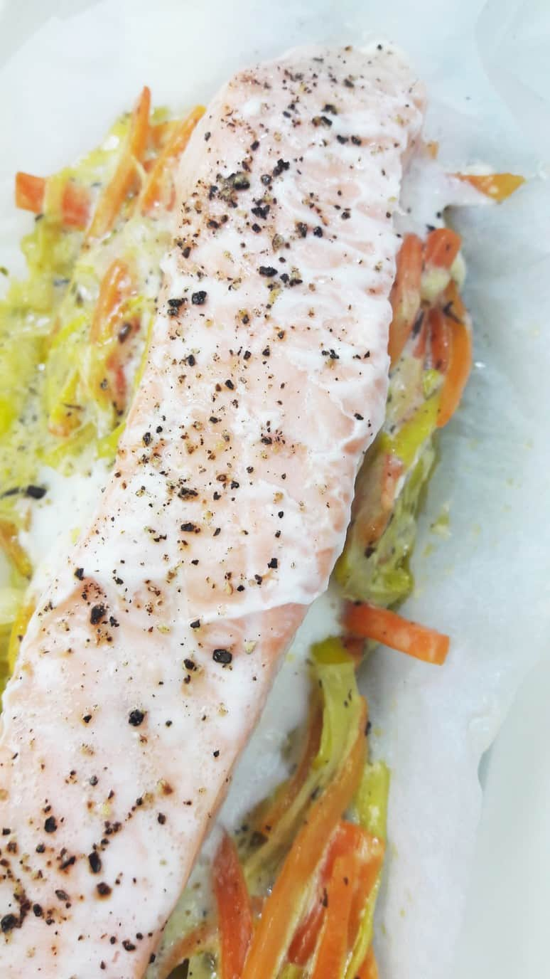 This quick and easy salmon baked in parchment paper is healthy and delicious!