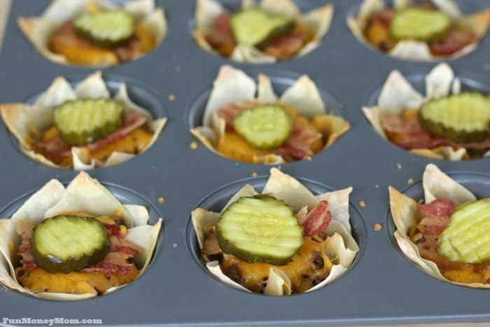 Need an easy dinner? Try these easy bacon cheeseburger cups, your family will love them!