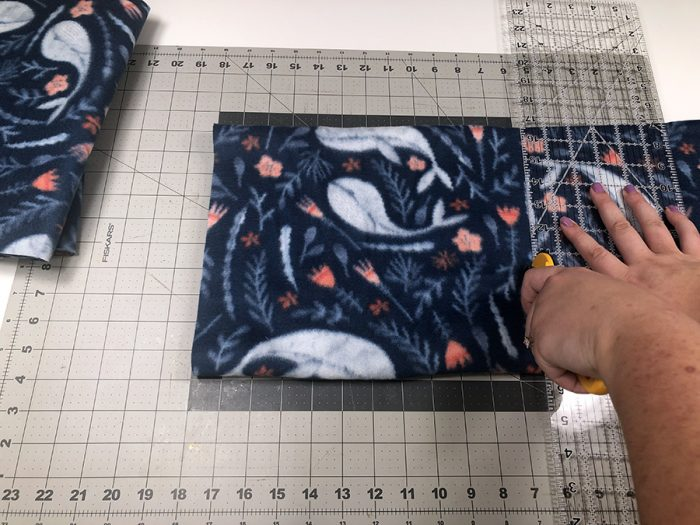 Measuring fabric to cut on a cutting mat