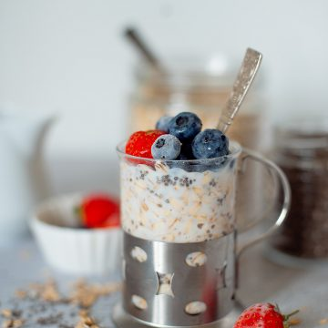 simple mixed berry overnight oats