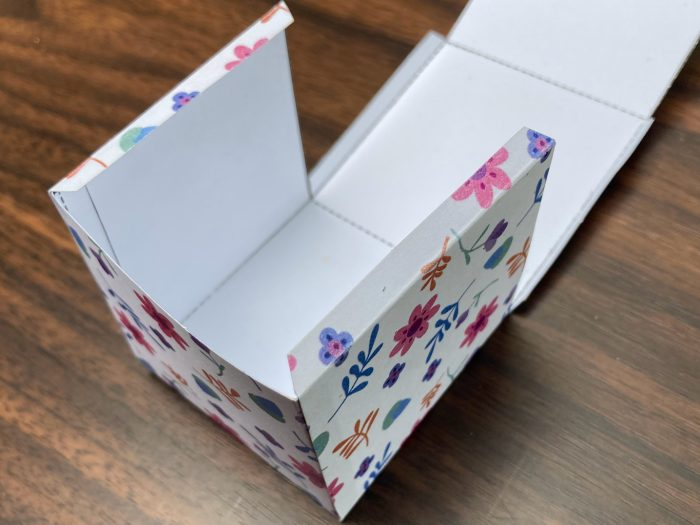 forming the front tabs of a box